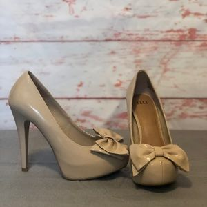 Elle patent leather bow heels